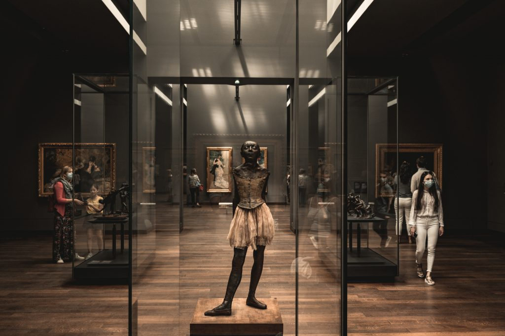 museums re-opening in Paris